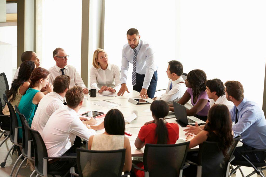 Aprenda a se preparar para uma reunião em espanhol